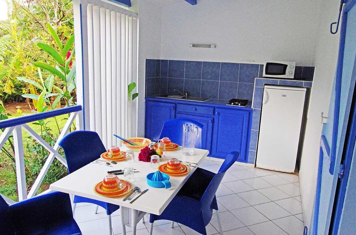 Cuisine de la terrasse d 39 un de nos gites en location for Cuisine ouverte guadeloupe